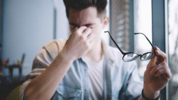 6 mauvaises habitudes qui fatiguent vos yeux