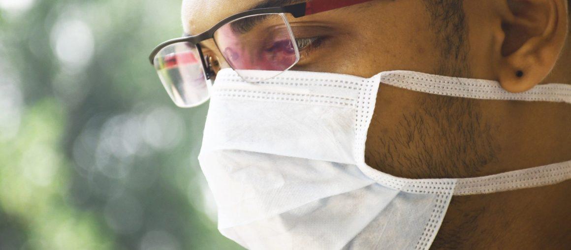 Comment éviter la buée sur ses lunettes quand on porte un masque ?